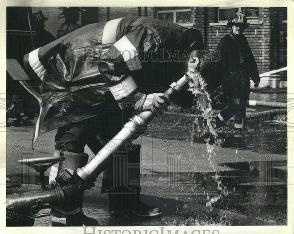 1984 Press Photo A Firefighter Douses His Head - RRW53733 - Historic Images