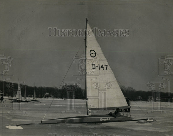 1949 Press Photo E Millenbach Renegade II Regatta Champ - RRW64405 - Historic Images