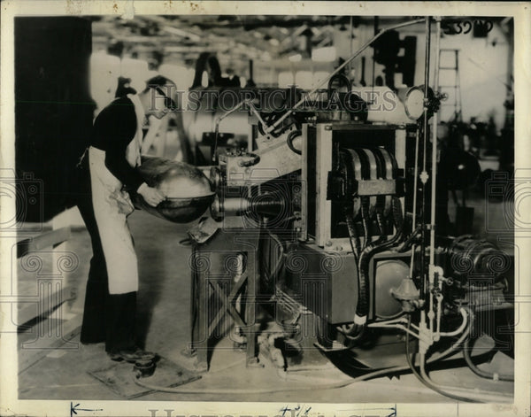 1937 Press Photo Sewing Machine Seam Spot Welding - RRW64575 - Historic Images