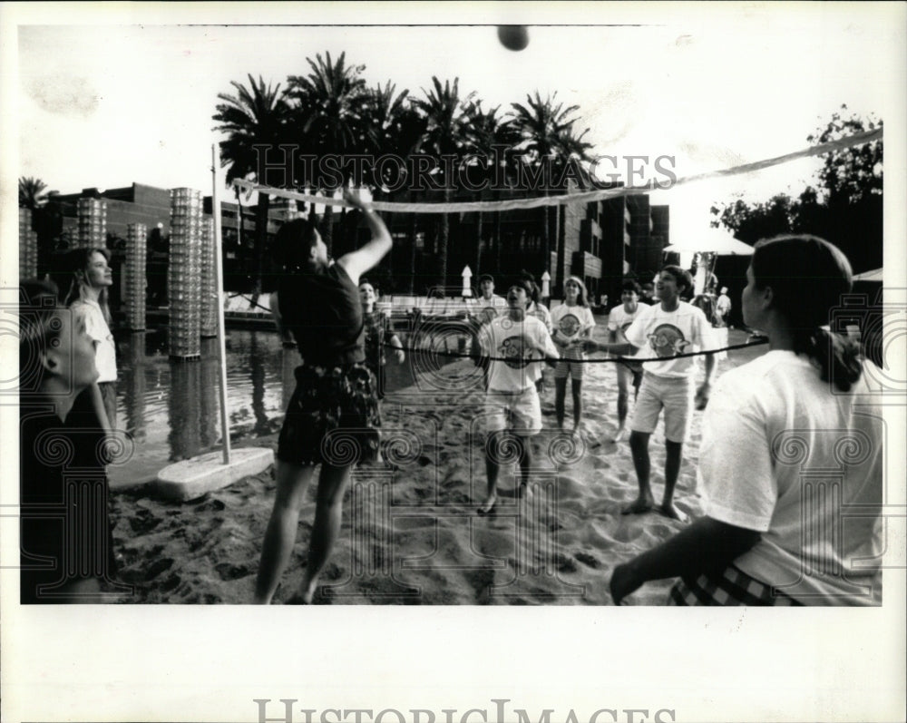 1992 Press Photo Volleyball Program Hyatt Hotels Corp - RRW64889 - Historic Images