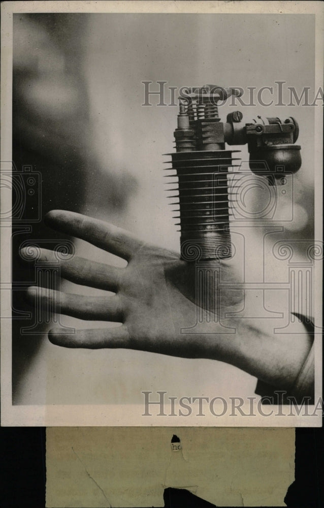 1930 Press Photo Thumb Cylinder Engine Motorcycle five - RRW75181 - Historic Images