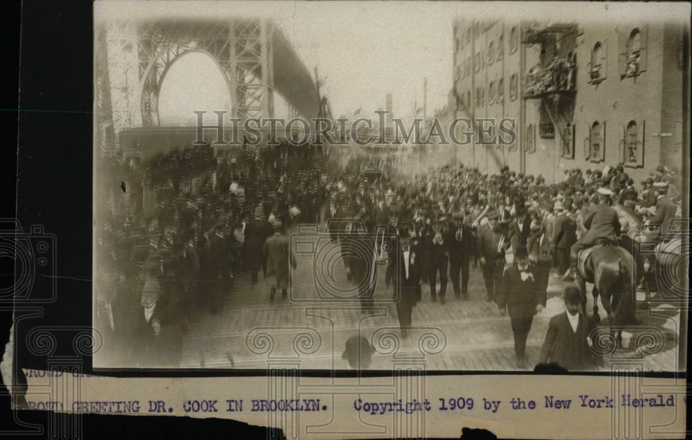 1909 Press Photo Brooklyn Parade Greeting Dr Cook - RRW78131 - Historic Images