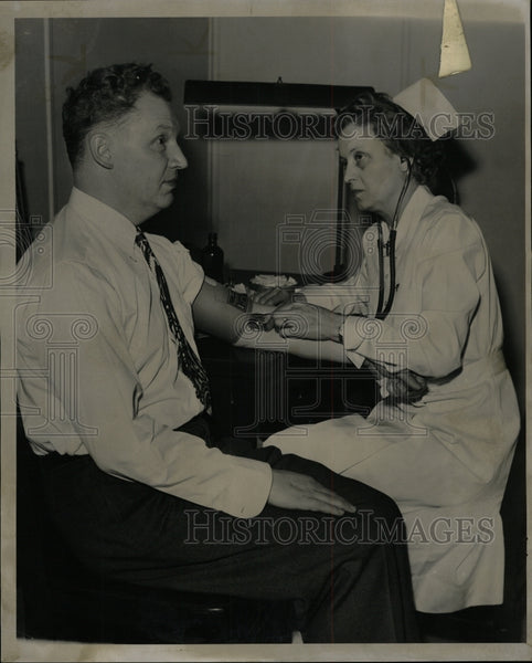 1944 Press Photo Ned Smith Blood Donor - RRW94521 - Historic Images