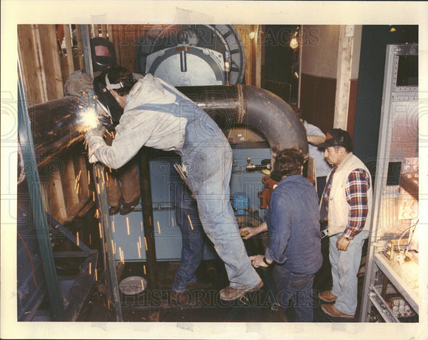 1992 Press Photo Terry DeYoung Welding Pipe  - Historic Images