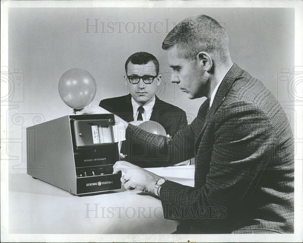 1968 Press Photo General Electric Infrared Intoxograph - Historic Images