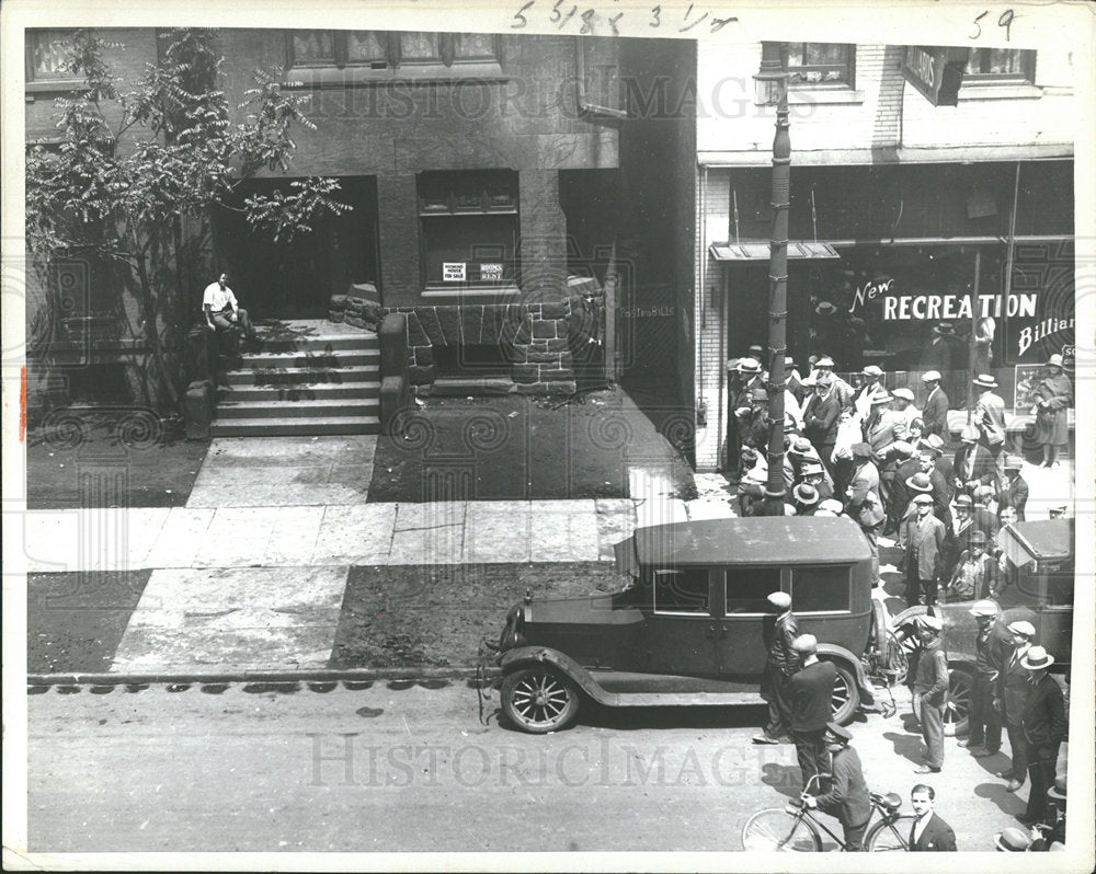 1935 Press Photo crowd stands by car - Historic Images