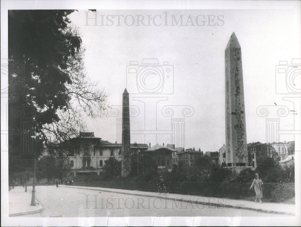 1937 Press Photo pair obelisks Istanbul - Historic Images