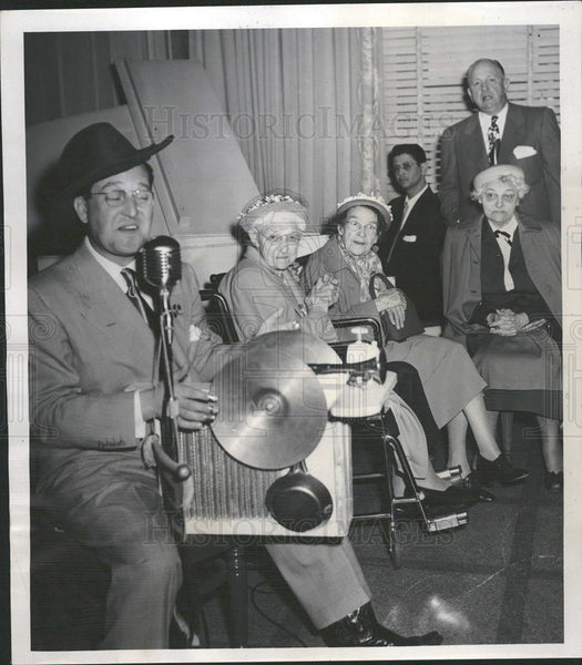 1952 Willie Hartzell & Joe Flood sing - Historic Images