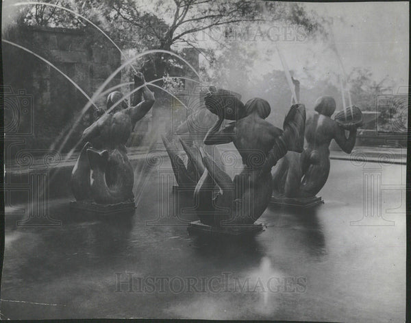 1900 Press Photo The fountain of the Tritons - Historic Images
