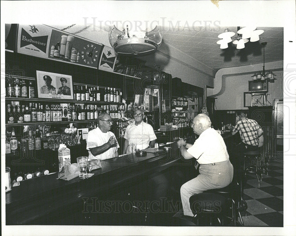 1971 Press Photo Johnny Bill Slowik Slowik's Restaurant - Historic Images