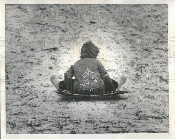 1968 Press Photo A Child On A Saucer Slider In The Snow - Historic Images