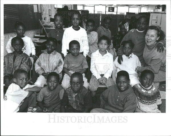 19952 Press Photo Fire Grade teacher Joan Miller Green - Historic Images
