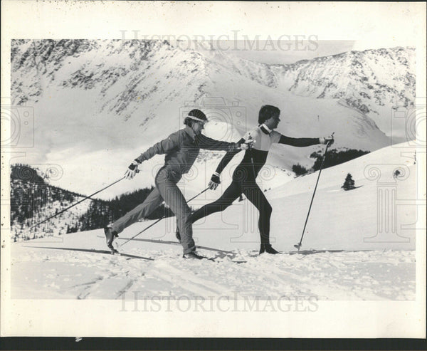 1985 Press Photo Colorado Golf Course test skiers Lake - Historic Images