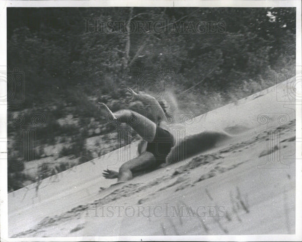 1967 Press Photo Duane Hall Sand Skiing Warren Michigan - Historic Images