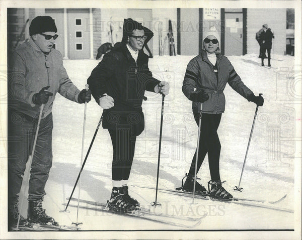 1969 Press Photo Skiers Skiing Instructions Lessons - Historic Images