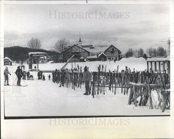 1977 Press Photo Skis at Rest and on the Move at Boyne - Historic Images