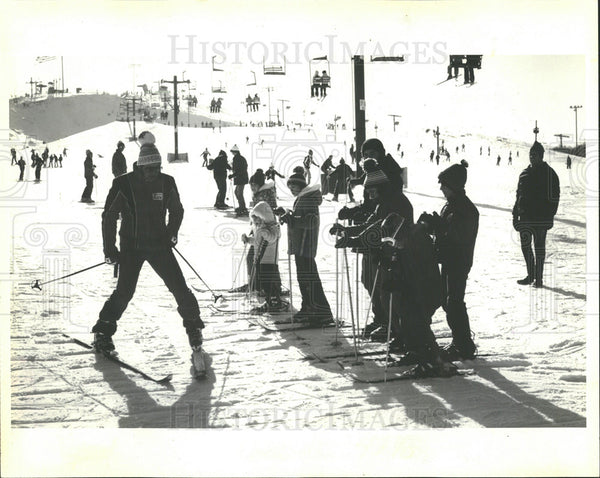 1981 Press Photo Skiing Instruction At Majestic Hills - Historic Images