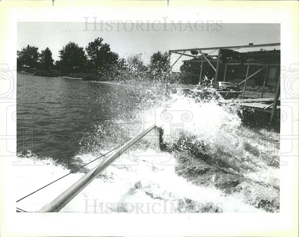 1985 Press Photo Gilbert Jimenez Water Skiing Reddick - Historic Images