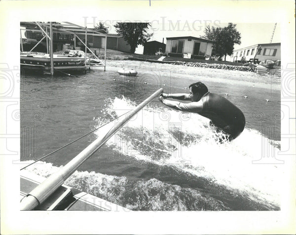 1985 Press Photo Gilbert Jimenez Water Ski School  - Historic Images