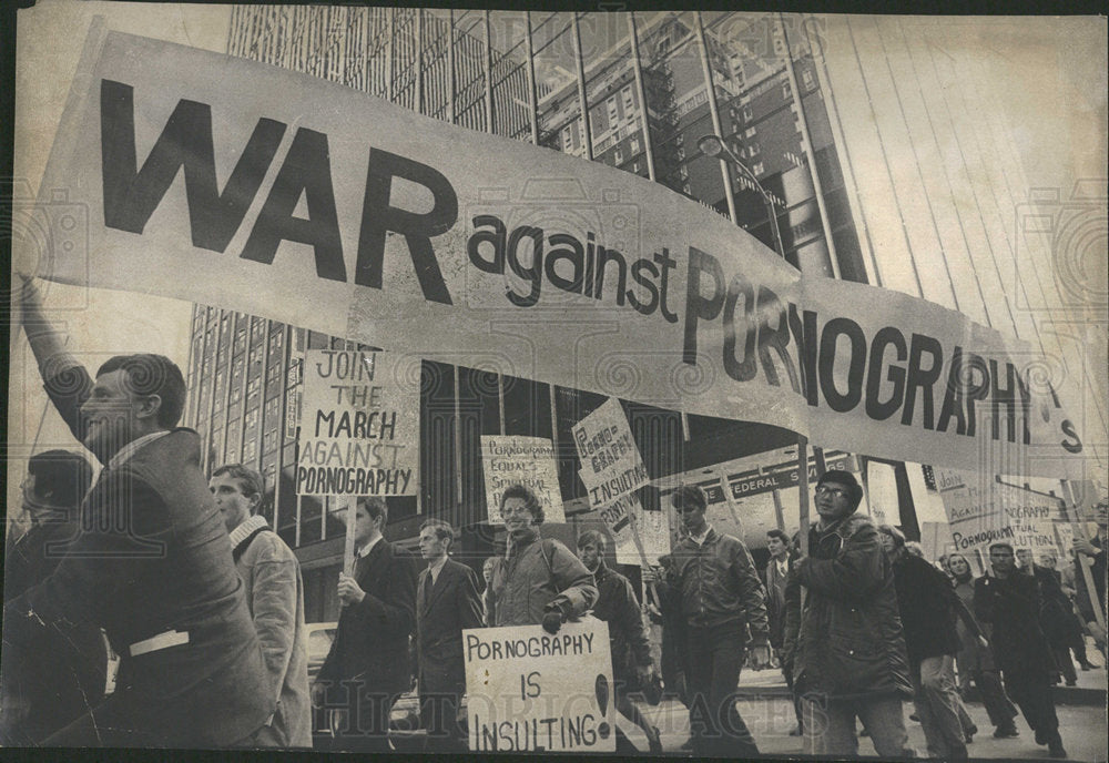 1974 Press Photo Protest Pornography - Historic Images