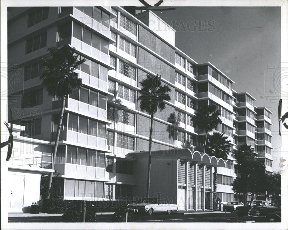 1969 Press Photo Dear Born Apartment Tower Cars tree - Historic Images