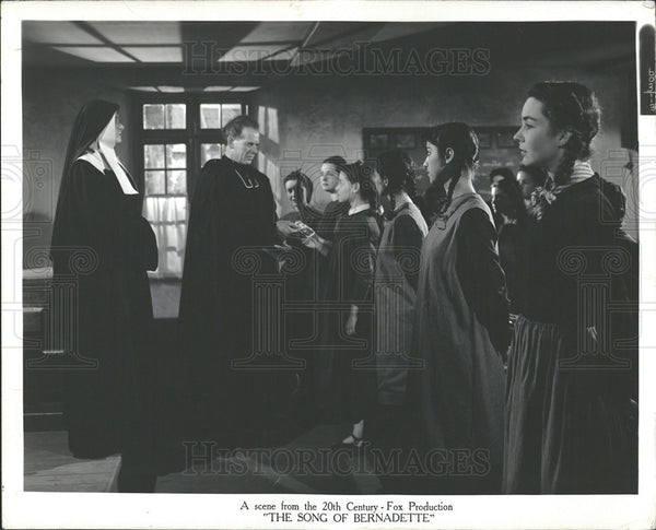 1900 Press Photo The Song of Bernadette Drama Film - Historic Images