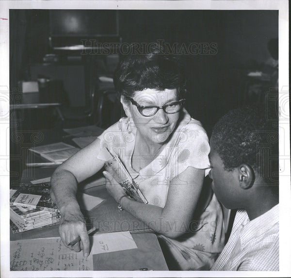 1965 Press Photo Tutor Louise Tendler - Historic Images