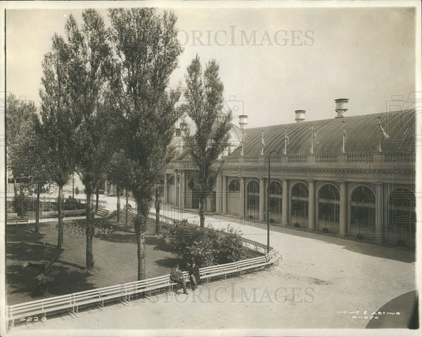 1913 Press Photo Park Outside A Building - Historic Images