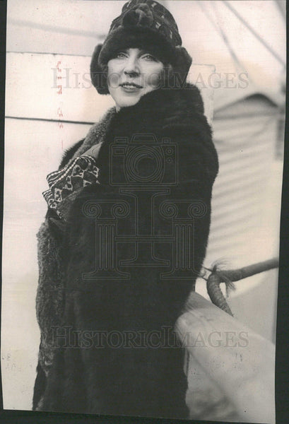 "1923PressPhoto Lady Diana Arrived N.Y for ""The Miracle"" - Historic Images"