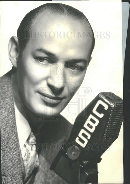 1935 Press Photo Sports Announcer Edward Britt Husing - Historic Images
