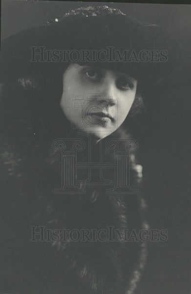1921 Woman - Historic Images