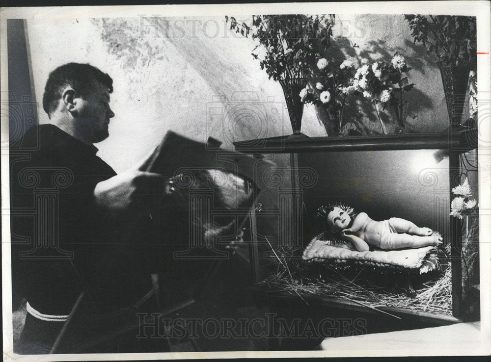 1973PressPhotoFather Vitale Gabin Replace Infant Christ - Historic Images
