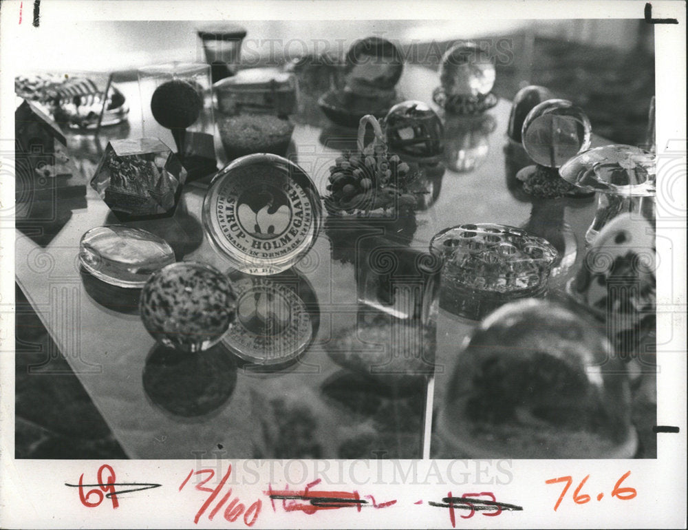 1971 Press Photo paperweights sizes shapes collected - Historic Images