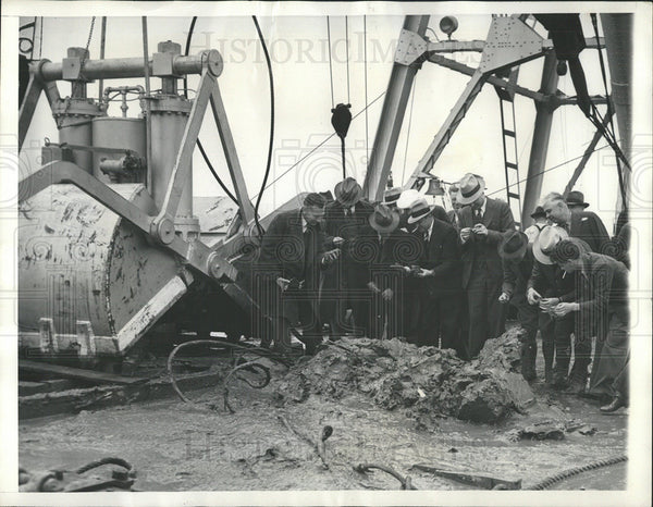 1938 Press Photo First Deep-Sea Digging Machine  - Historic Images