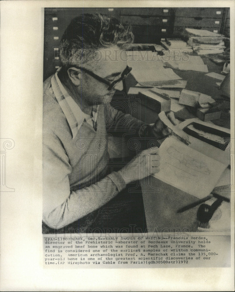 1972 Press Photo Director of Prehistoric Laboratory - Historic Images