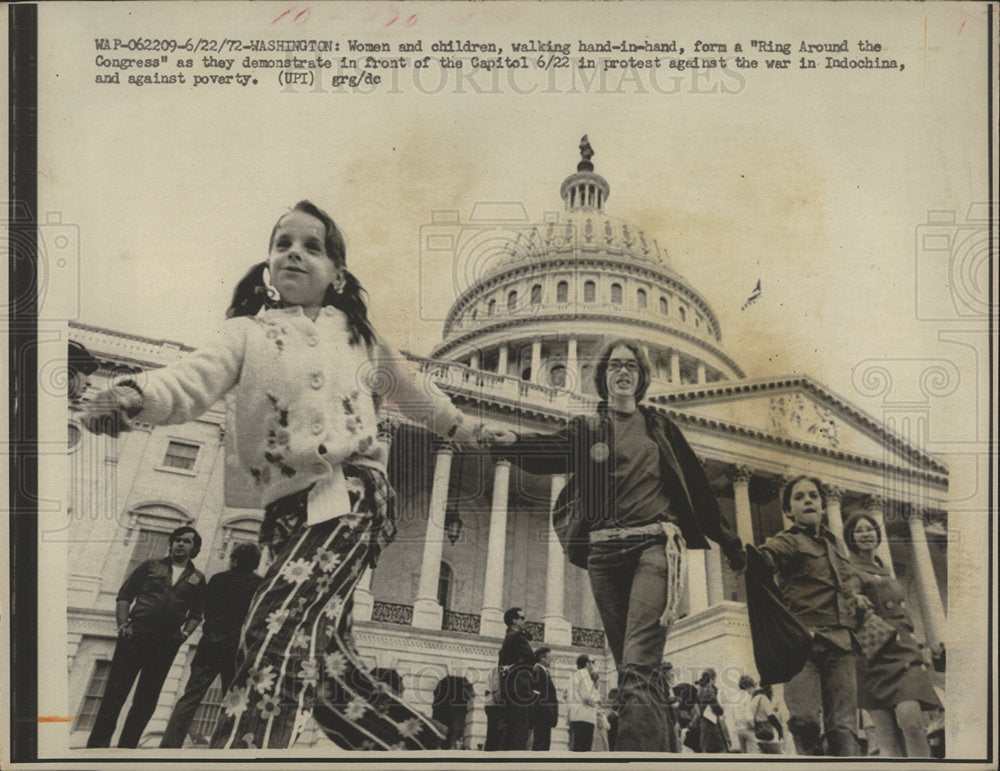 1972 Press Photo Peace Ring Capitol Demonstration  - Historic Images