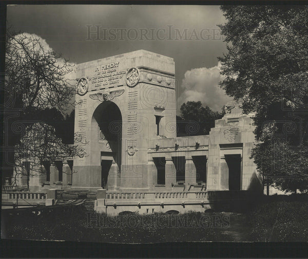 1918 Press Photo Neuilly-sur-Seine's crypt - Historic Images