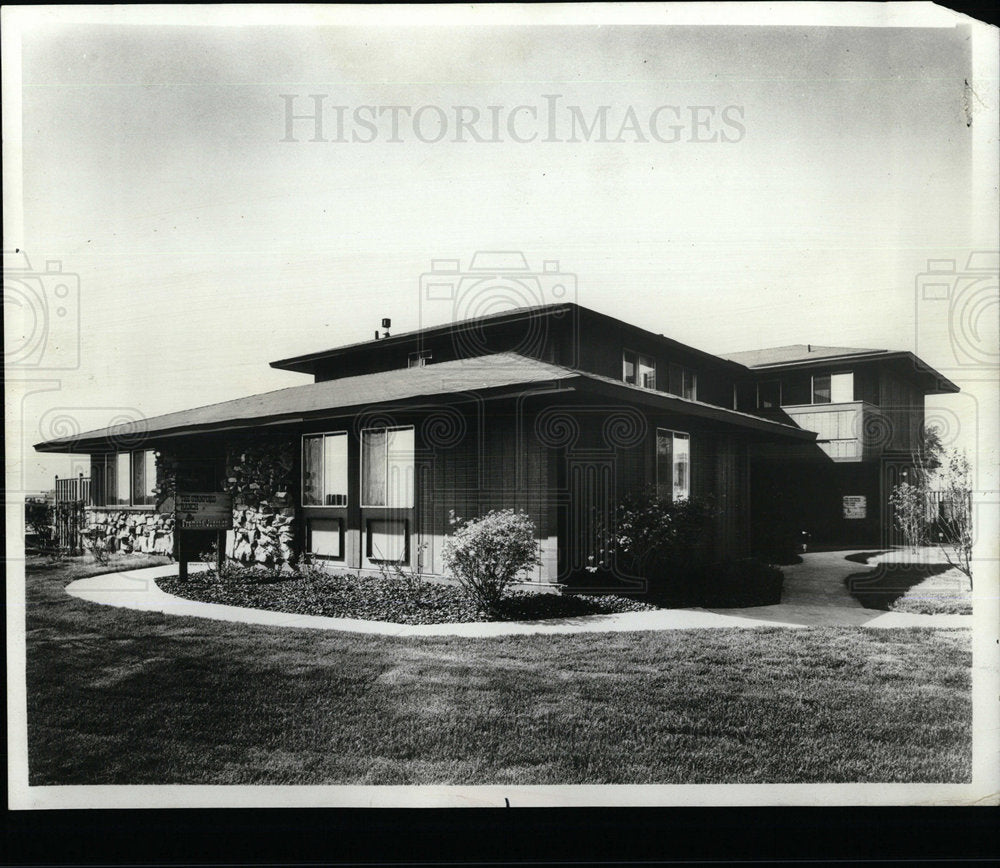 1972 Press Photo Fremont junction fenced patio Hopkins  - Historic Images