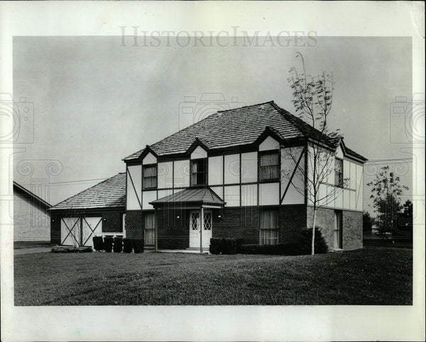 1969 Press Photo English Country-Style Home Creekside - Historic Images