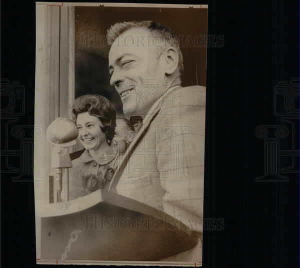 1969 Press Photo Commander Llyod Bucher Wife Rose Toast - Historic Images