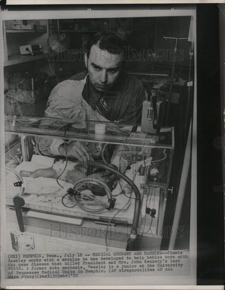 1972 Press Photo Jimmie Beasley Develops Baby Machine - Historic Images