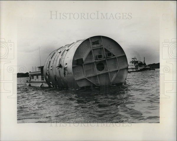 1975 Press Photo Mississippi River Incinerator Cargo - Historic Images