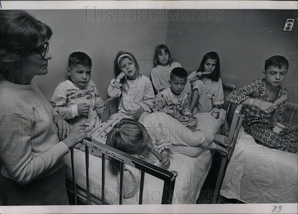 1967 Press Photo St Anthony Hospital Popsicle party kid - Historic Images