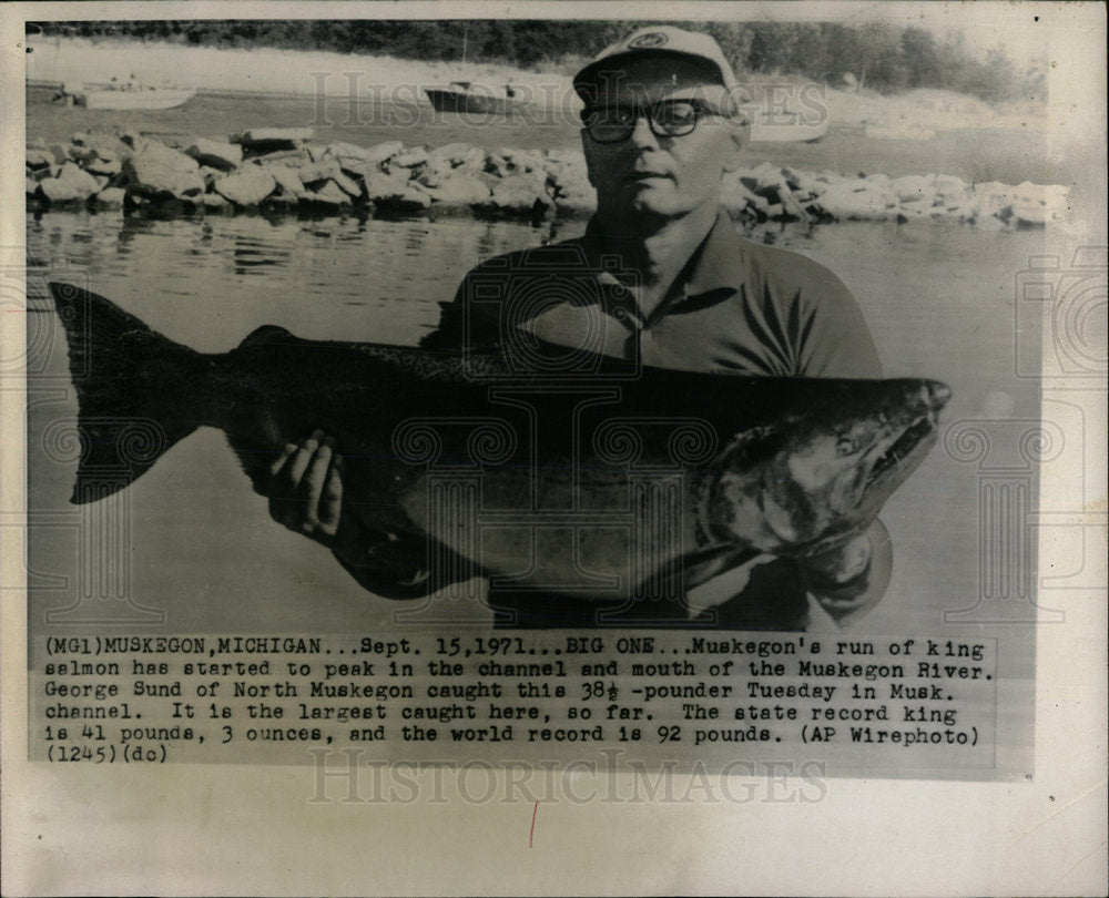 1971 Press Photo George Sund Muskegon River Fishing - Historic Images