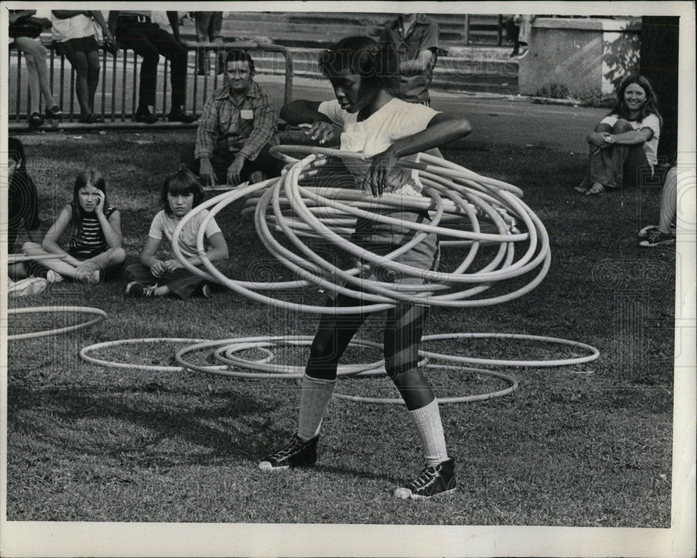 1972 Press Photo Hula Hoppers - Historic Images