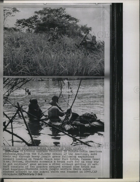 1966 Press Photo Latin American US Army students jungle - Historic Images
