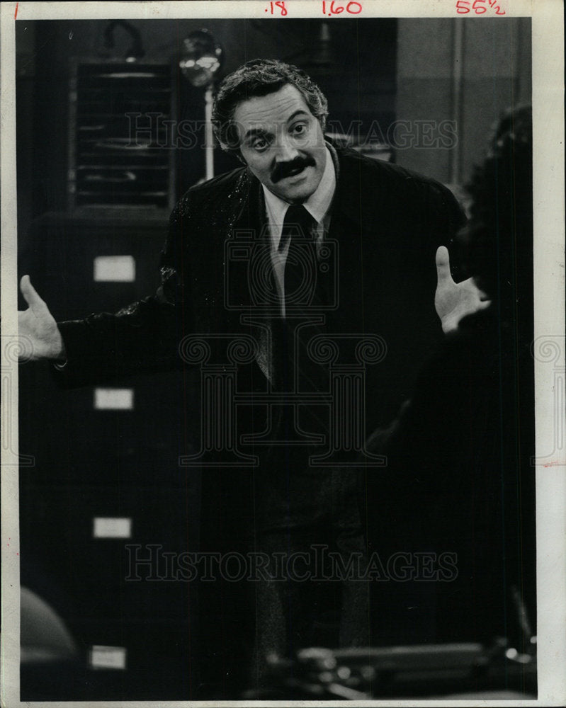 1974 Press Photo Hal Linden Life Time Capt Miller Star - Historic Images