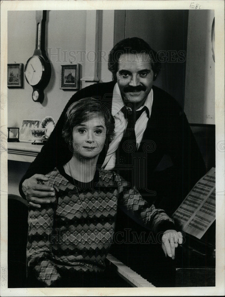 1975 Press Photo Barneys Barney Miller Premiering comed - Historic Images