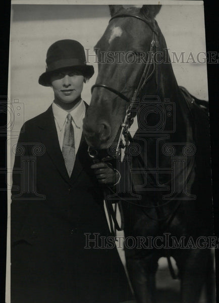 1931 Press Photo Florance Whitehead with Horse- RSA05511 - Historic Images