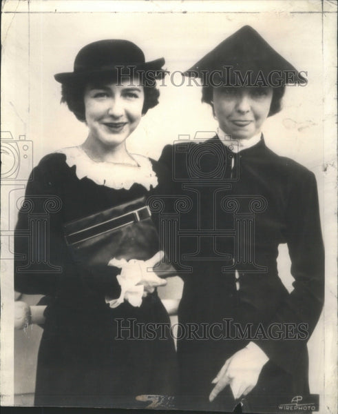Press Photo Dorothy Lillian Gish Paris Course Silly Hat- RSA56409 - Historic Images